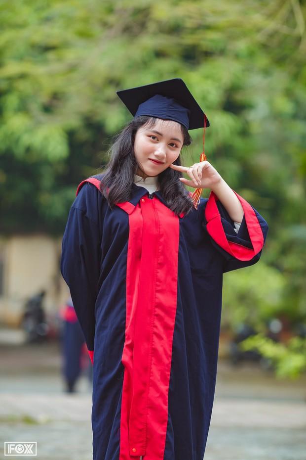 Nữ sinh thủ khoa kỳ thi THPT Quốc gia 2019: Chưa từng học thêm, chỉ chăm chỉ luyện đề thi thử ở nhà - Ảnh 2.