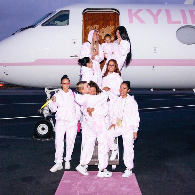 Biết là Kylie Jenner giàu sụ rồi nhưng thấy chiếc trực thăng đi du lịch sương sương của cô nàng thì ai cũng phải e dè - Ảnh 1.
