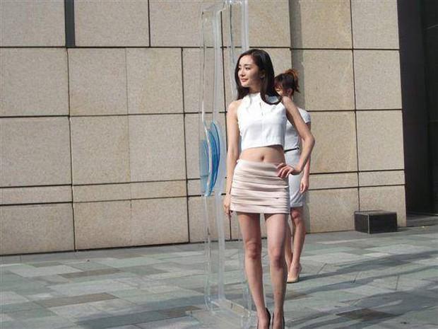 So sánh body bỏng mắt của Dương Mịch và Jennie khi diện croptop: Nữ thần Cbiz thua mỹ nhân BLACKPINK ở 2 bức ảnh để đời - Ảnh 15.