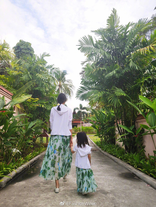 Cô con gái 3 tuổi của Hoa hậu Thế giới Trương Tử Lâm gây sốt: Chân dài miên man, tương lai nối nghiệp Hoa hậu của mẹ - Ảnh 3.