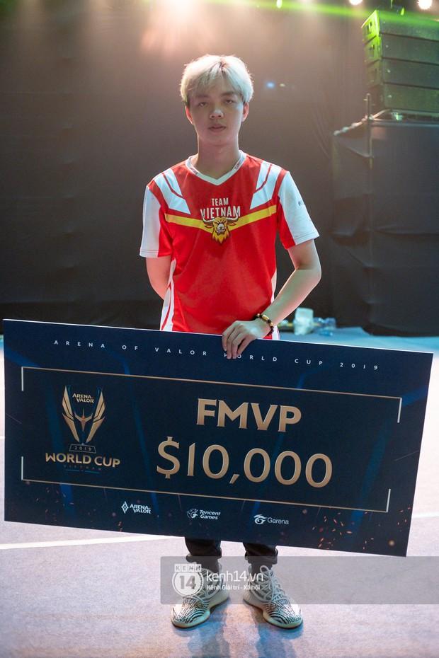 ADC được vinh danh là tuyển thủ hay nhất tại AWC 2019, nhận giải thưởng cá nhân trị giá 230 triệu đồng - Ảnh 2.