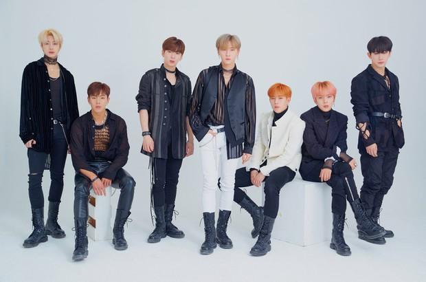 Tưởng vòng vote tính phí của AAA sẽ là thế mạnh của fandom BTS, EXO nhưng 2 vị trí dẫn đầu hiện tại bất ngờ gọi tên 2 nhóm nam khác - Ảnh 1.