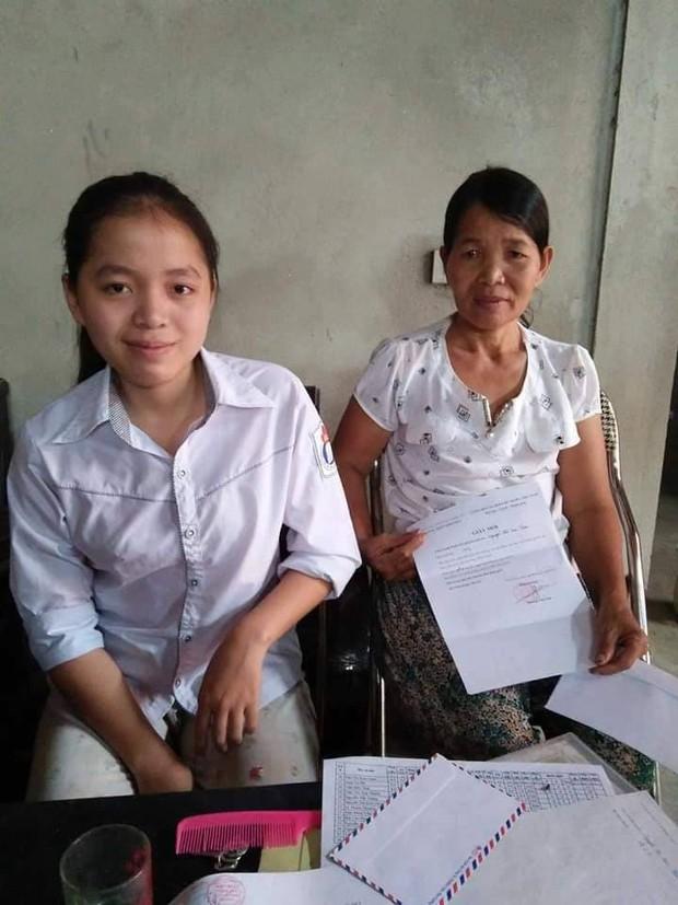 Bố liệt giường, mẹ bị ung thư, nữ sinh Nghệ An gánh cả gia đình vẫn giành giải Nhất và Nhì học sinh giỏi tỉnh 2 năm liền - Ảnh 1.