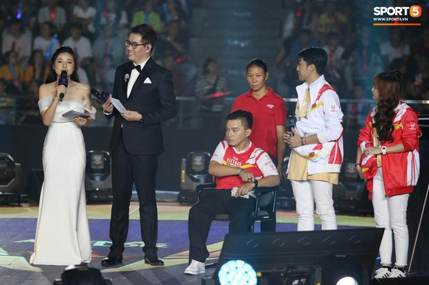 Câu chuyện cảm động xung quanh anh chàng CĐV khuyết tật được lên sân khấu đại diện cho Việt Nam so tài cùng những streamer hàng đầu thế giới - Ảnh 4.