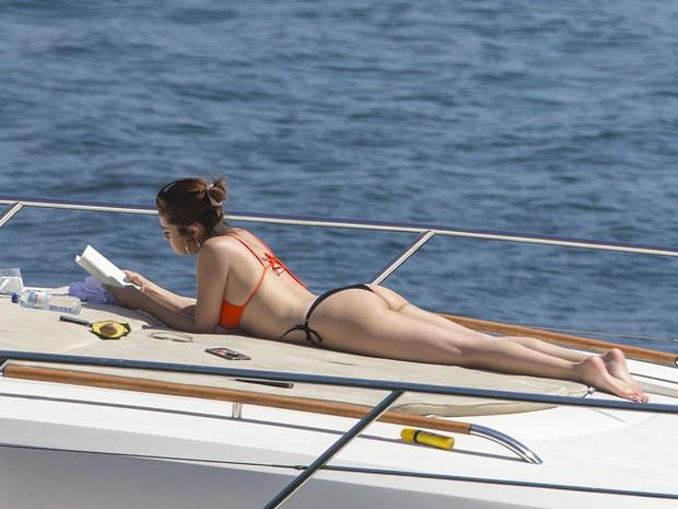 """Có ai như Selena Gomez, cứ mặc bikini là gây sốt: Lúc body nuột """"nóng mắt"""", khi kém chuẩn vẫn đẹp nức lòng - Ảnh 8."""
