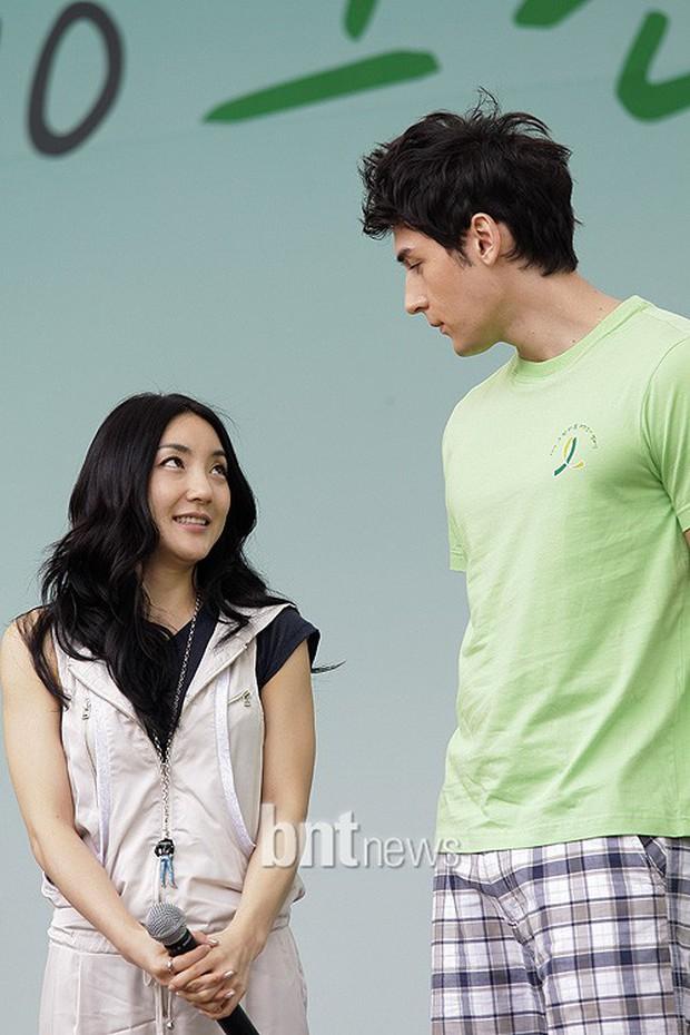 Giật mình các nam thần Hàn cao trên 1m9 đứng bên đồng nghiệp: Như người khổng lồ, Lee Kwang Soo chưa là gì với Rowoon - Ảnh 10.