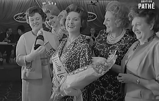 Nữ hoàng xúc xích, hoa hậu ma cà rồng và 14 cuộc thi sắc đẹp kì lạ thời ông bà ta khiến bạn phải trầm trồ không tin là có thật - Ảnh 15.