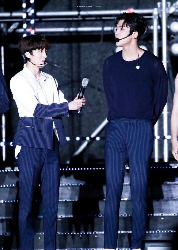 Giật mình các nam thần Hàn cao trên 1m9 đứng bên đồng nghiệp: Như người khổng lồ, Lee Kwang Soo chưa là gì với Rowoon - Ảnh 22.