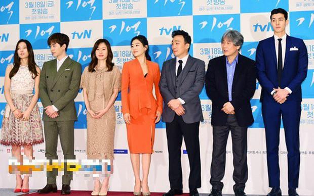 Giật mình các nam thần Hàn cao trên 1m9 đứng bên đồng nghiệp: Như người khổng lồ, Lee Kwang Soo chưa là gì với Rowoon - Ảnh 3.