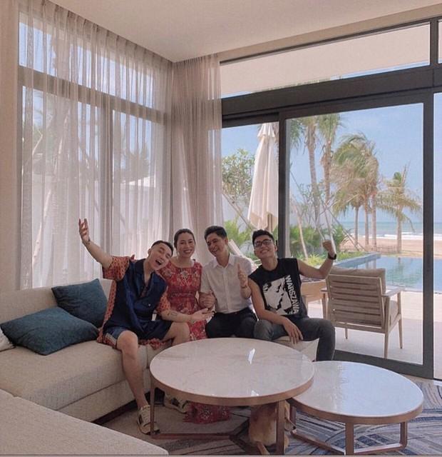 Sau thành công Hãy trao cho anh, Sơn Tùng M-TP đưa cả gia đình đi nghỉ mát cực sang chảnh, mặc đi bơi vẫn nhất quyết không khoe body! - Ảnh 1.