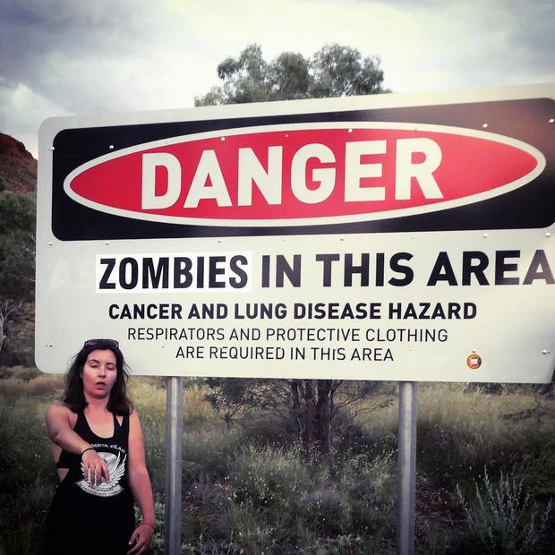 Góc ngược đời: Bị cảnh báo nhiều lần vì nguy hiểm chết người nhưng du khách vẫn kéo đến thị trấn ma ở Úc để... check-in - Ảnh 2.
