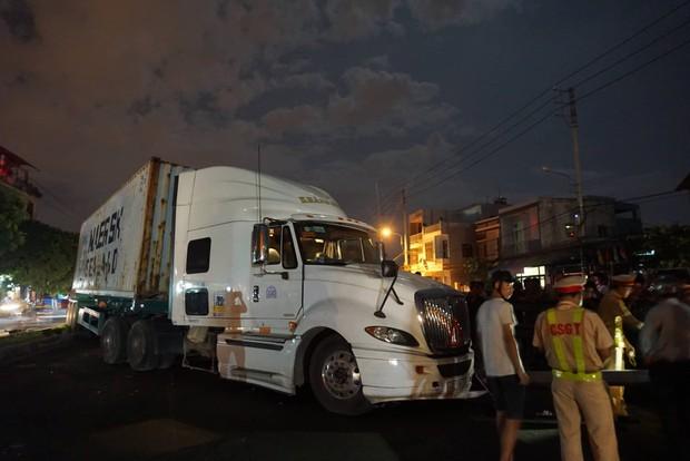 Đà Nẵng: Container mất lái tông cả gia đình đi ăn cưới về, bé trai 4 tuổi tử vong thương tâm - Ảnh 3.