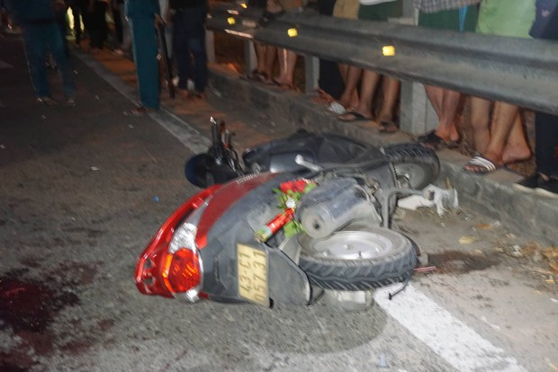 Đà Nẵng: Container mất lái tông cả gia đình đi ăn cưới về, bé trai 4 tuổi tử vong thương tâm - Ảnh 2.