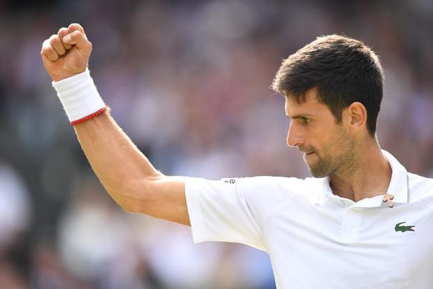 Nhói lòng khoảnh khắc huyền thoại Roger Federer lặng người bất động sau trận chung kết Wimbledon lịch sử và hấp dẫn không thể tin nổi - Ảnh 9.