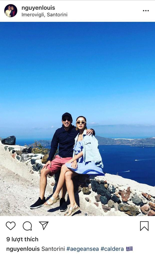 Louis Nguyễn tình tứ khoác vai Hà Tăng trên đảo thiên thần Santorini, 10 năm bên nhau vẫn hạnh phúc như ngày đầu - Ảnh 1.