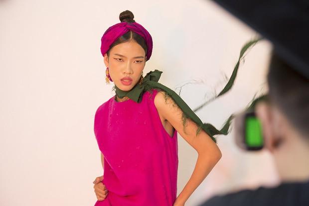 Muôn vàn kiểu tạo dáng lạ lùng của các thí sinh giành vé vào nhà chung Vietnams Next Top Model - Ảnh 14.