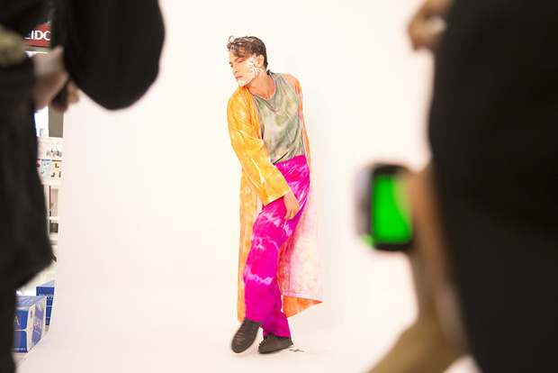 Muôn vàn kiểu tạo dáng lạ lùng của các thí sinh giành vé vào nhà chung Vietnams Next Top Model - Ảnh 2.