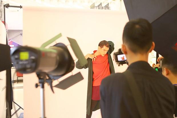 Muôn vàn kiểu tạo dáng lạ lùng của các thí sinh giành vé vào nhà chung Vietnams Next Top Model - Ảnh 8.
