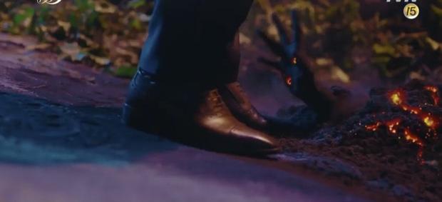 Hậu vượt mặt Song Joong Ki, Hotel del Luna tiếp tục gây sốt với màn diệt quỷ ác cực ngầu của IU trong tập mới nhất - Ảnh 5.