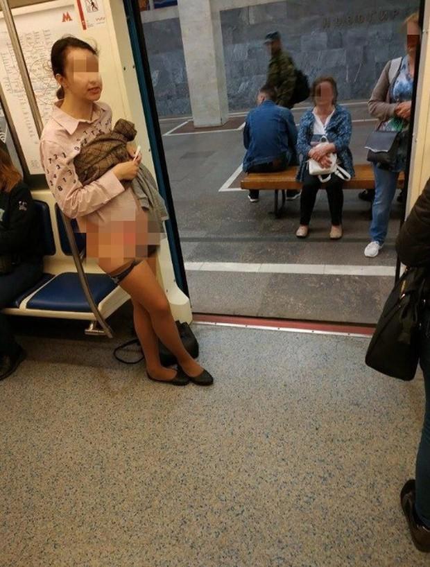 Yêu cầu hành khách khác nhường chỗ nhưng bị cự tuyệt, người phụ nữ có hành động phản cảm gây phẫn nộ - Ảnh 2.
