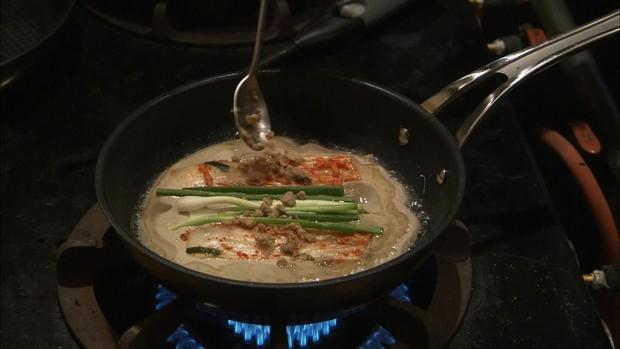 8 phim Hàn cấm xem lúc đói: Số 7 toàn mì gói mà vẫn rớt nước miếng - Ảnh 25.