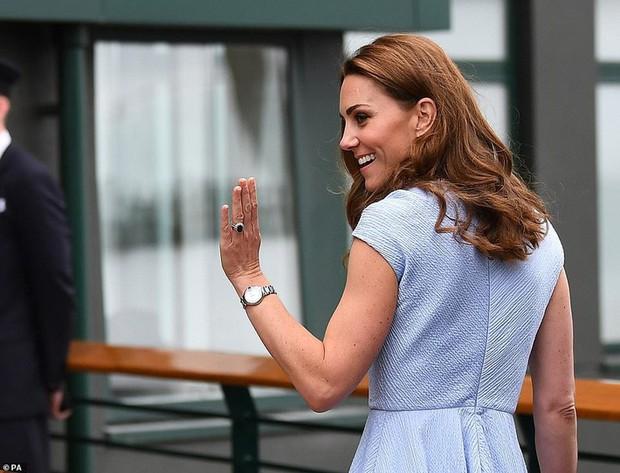 Công nương Kate khéo chứng minh hạnh phúc với chồng bằng việc diện đồ đôi cực tình cảm - Ảnh 4.