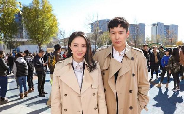Hết lòng hết dạ bên chồng giữa scandal hiếp dâm tập thể, cuối cùng Đổng Tuyền vẫn ly hôn mỹ nam Mị Nguyệt Truyện? - Ảnh 3.
