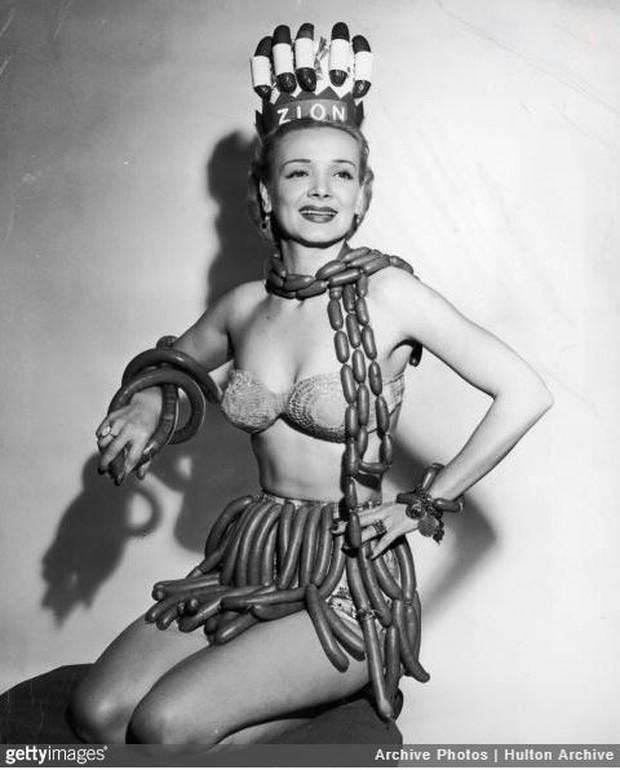 Nữ hoàng xúc xích, hoa hậu ma cà rồng và 14 cuộc thi sắc đẹp kì lạ thời ông bà ta khiến bạn phải trầm trồ không tin là có thật - Ảnh 8.