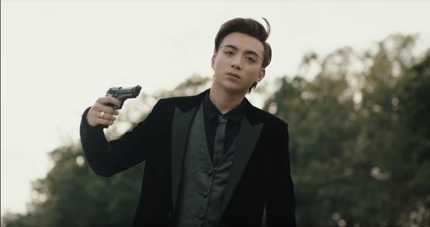Soobin Hoàng Sơn tái xuất Vpop, tự sát ở phút cuối trong MV gắn mác 16+ cùng thông điệp mạnh mẽ về bệnh trầm cảm - Ảnh 6.