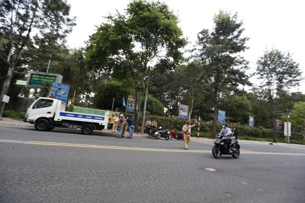 Nhiều nam thanh, nữ tú rú ga bỏ chạy khi bị công an giao thông Đà Lạt kiểm tra tốc độ - Ảnh 3.