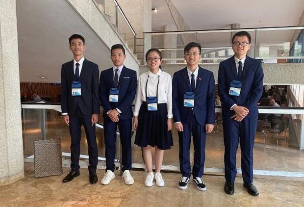 Nữ sinh Việt giành Huy chương Vàng Olympic Vật lý Quốc tế, trở thành thí sinh nữ xuất sắc nhất thế giới: Không phải cứ học là cầm sách lên đọc! - Ảnh 1.