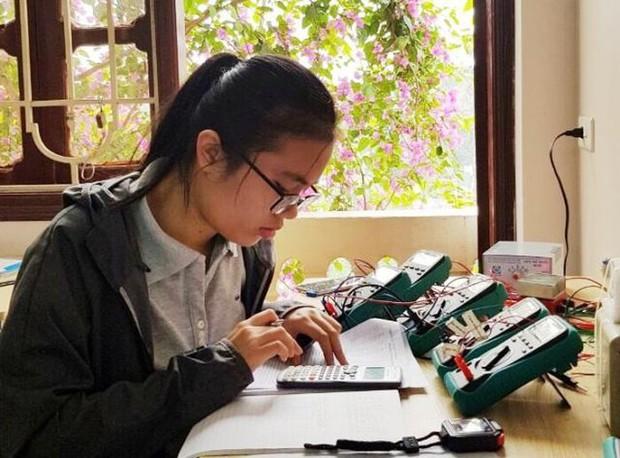 Nữ sinh Việt giành Huy chương Vàng Olympic Vật lý Quốc tế, trở thành thí sinh nữ xuất sắc nhất thế giới: Không phải cứ học là cầm sách lên đọc! - Ảnh 3.