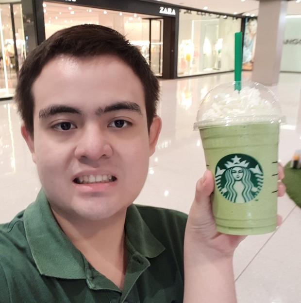 Suốt 3 năm, thay 30 ava nhưng full bộ là tự sướng với cốc Starbucks, fan cuồng này phải chăng muốn trở thành đại sứ thương hiệu? - Ảnh 5.