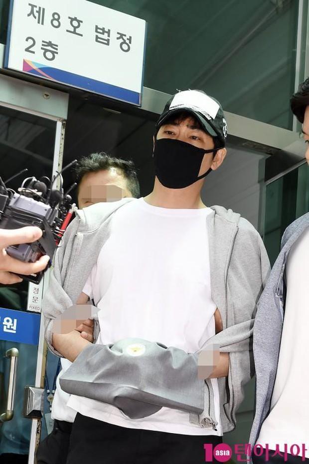 Rùng mình dấu hiệu bệnh hoạn của tài tử hiếp dâm Coffee House: Xây hẳn bar để nhòm lén phụ nữ mặc bikini ở sông Hàn - Ảnh 2.