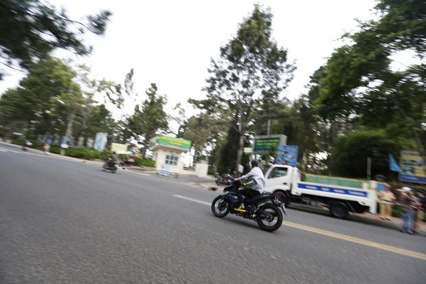 Nhiều nam thanh, nữ tú rú ga bỏ chạy khi bị công an giao thông Đà Lạt kiểm tra tốc độ - Ảnh 1.