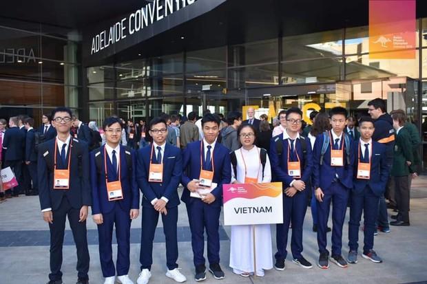 Nữ sinh Việt giành Huy chương Vàng Olympic Vật lý Quốc tế, trở thành thí sinh nữ xuất sắc nhất thế giới: Không phải cứ học là cầm sách lên đọc! - Ảnh 4.