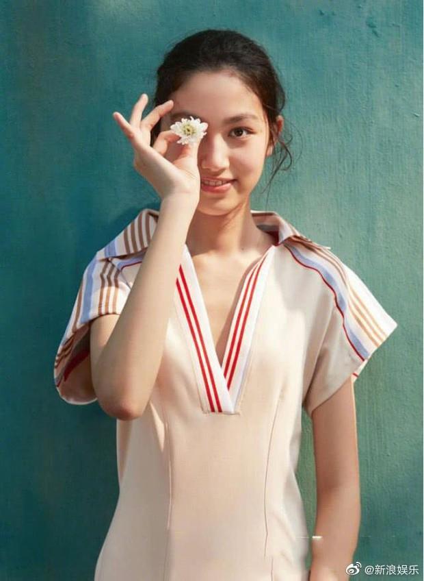 Kiều nữ 14 tuổi nhà ông hoàng phim 18+ Hong Kong gây sốt: Cao 1m8, chân dài miên man không có đối thủ - Ảnh 8.