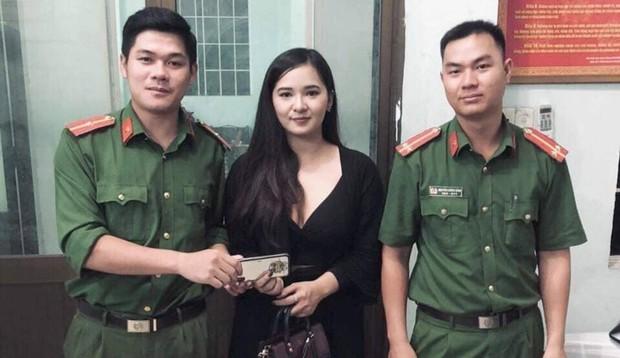Công an Đà Nẵng tìm lại túi xách có đựng iPhone X và 1.200USD bỏ quên cho nữ du khách Thái Lan - Ảnh 1.