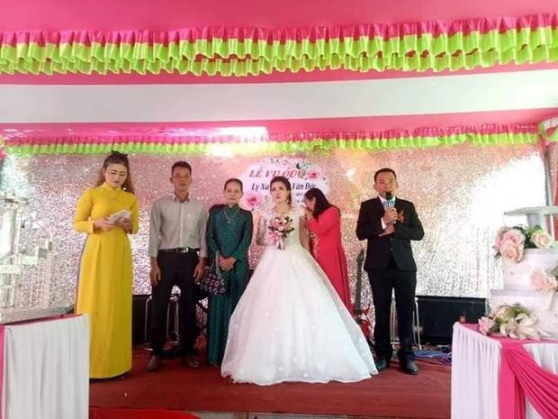 Bố mẹ của cô dâu trong đám cưới không chú rể ở Quảng Trị: Ai đến chung vui cũng lén lau nước mắt, thương con 1 thì thương rể đến 10 - Ảnh 3.