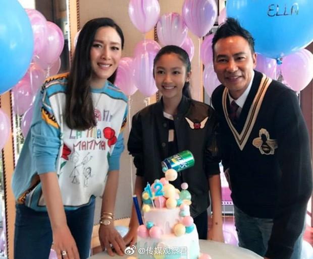 Kiều nữ 14 tuổi nhà ông hoàng phim 18+ Hong Kong gây sốt: Cao 1m8, chân dài miên man không có đối thủ - Ảnh 3.