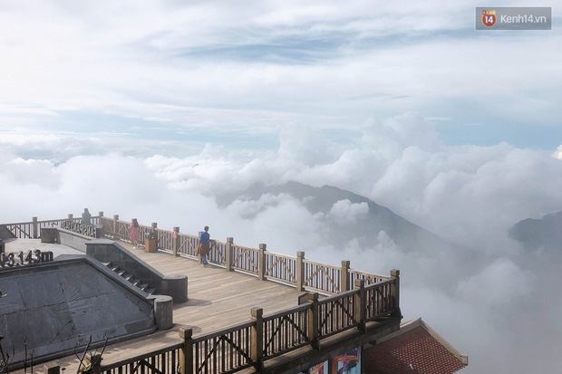 """Chi chít vết khắc tên và """"lời yêu thương"""" trên khu vực đỉnh Fansipan (Sapa), tại sao ngày nay đi du lịch cứ phải để lại """"dấu vết"""" làm gì? - Ảnh 12."""