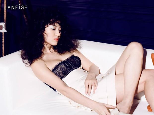 Những lần hở đến mức gây ngỡ ngàng vì sexy ná thở của Song Hye Kyo: Bức tử vòng 1 cho đến hờ hững thôi cũng quá hot - Ảnh 4.