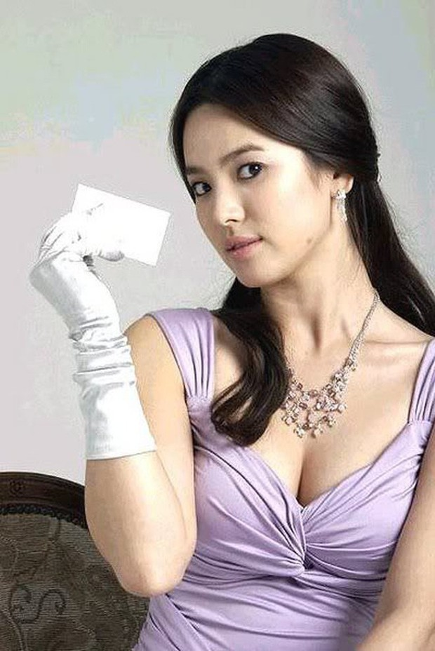 Những lần hở đến mức gây ngỡ ngàng vì sexy ná thở của Song Hye Kyo: Bức tử vòng 1 cho đến hờ hững thôi cũng quá hot - Ảnh 6.