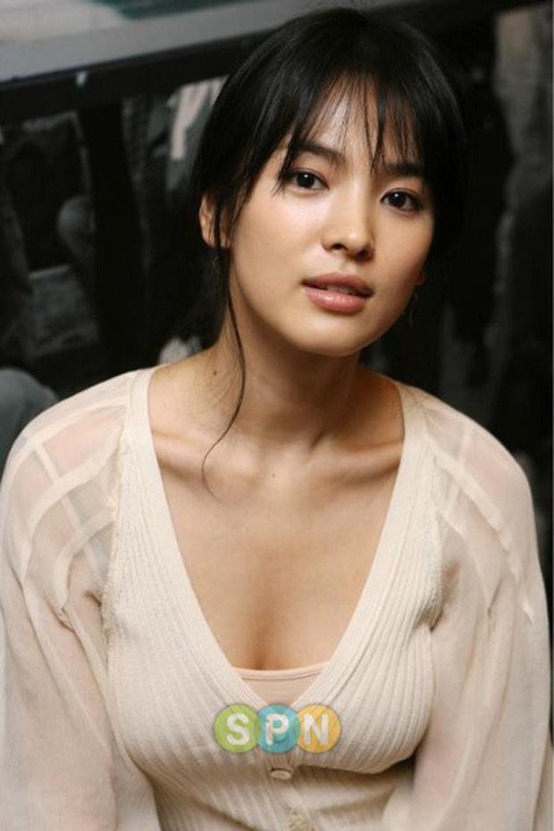Những lần hở đến mức gây ngỡ ngàng vì sexy ná thở của Song Hye Kyo: Bức tử vòng 1 cho đến hờ hững thôi cũng quá hot - Ảnh 7.