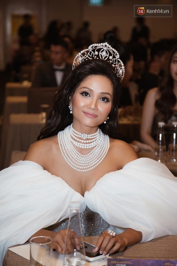 HHen Niê diện style khác lạ, Mâu Thủy hở bạo khoe ngực đầy trong sự kiện khởi động Miss Universe Việt Nam 2019 - Ảnh 18.