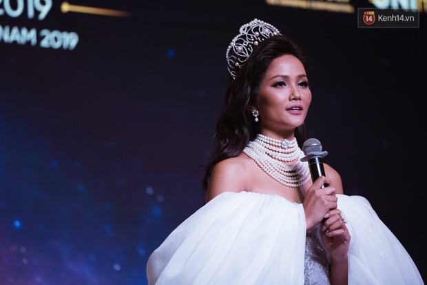 HHen Niê diện style khác lạ, Mâu Thủy hở bạo khoe ngực đầy trong sự kiện khởi động Miss Universe Việt Nam 2019 - Ảnh 14.