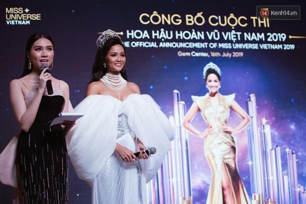 HHen Niê diện style khác lạ, Mâu Thủy hở bạo khoe ngực đầy trong sự kiện khởi động Miss Universe Việt Nam 2019 - Ảnh 13.