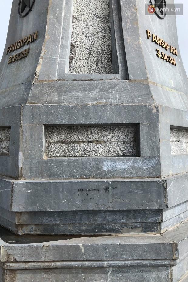 """Chi chít vết khắc tên và """"lời yêu thương"""" trên khu vực đỉnh Fansipan (Sapa), tại sao ngày nay đi du lịch cứ phải để lại """"dấu vết"""" làm gì? - Ảnh 6."""