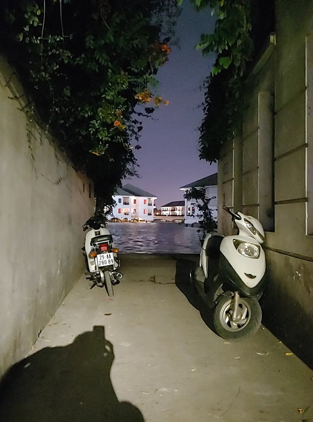 Hẻm hồ Tây ở Hà Nội sau vài ngày gây sốt: Khi ai cũng muốn chill cùng một chỗ, thì đây là kết quả! - Ảnh 10.