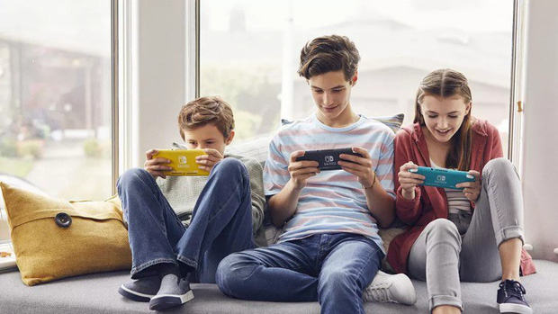 Nintendo Switch Lite vs iPod Touch 2019: Chơi game đơn thuần hay giải trí đa năng? - Ảnh 1.